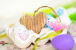 Ostereier im Porzellaneierbehälter