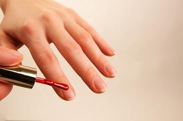Zeigefinger lackieren