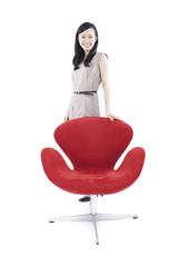 椅子と女性