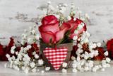 Fototapety Blumenarrangement mit Stoffherz