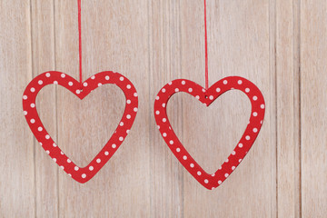 dwa serca czerwone na tle