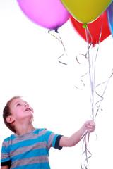 Junge mit bunten Luftballons 2