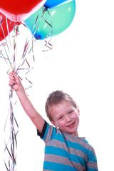 Junge mit bunten Luftballons 3