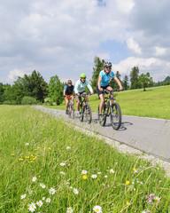 fröhliche Radtour zu dritt