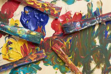 farbige Szene mit Pinseln