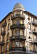 französisches haus mit balkonen
