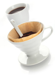 Preparing filter coffee with a portable filter