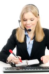 callcenter-mitarbeiterin notiert einen termin