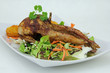 Wachteln gegrillt mit Salat