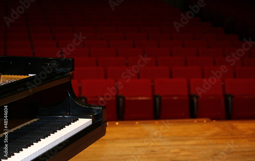 Leinwanddruck Bild Concert grand piano view from stage