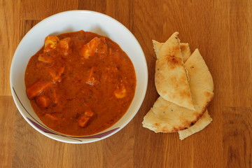 Chicken Tikka Curry mit Naan Brot
