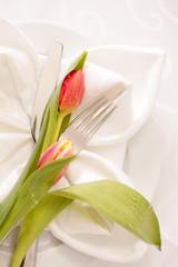 Ostergedeck mit Tulpen