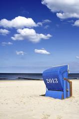 Blauer Strandkorb am Meer Saison 2013