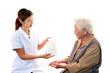 薬の説明を受ける高齢者