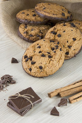 Pastas caseras con pepitas de chocolate, cookies.