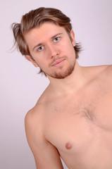 junger mann nackt