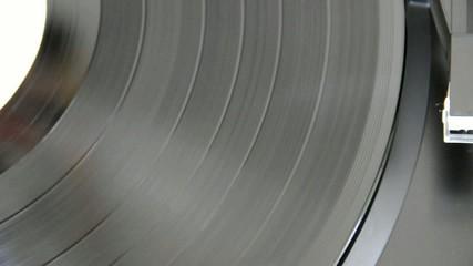 Démarrage d'un disque sur une platine vinyle - Vidéo HD
