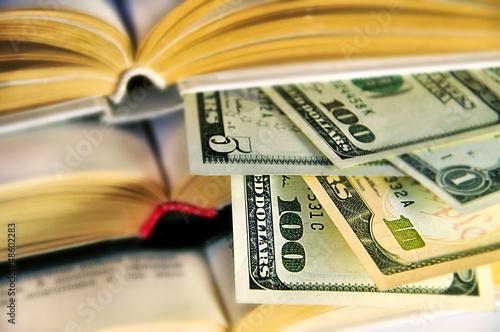 доллары в книгах