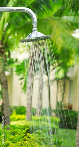 Leinwanddruck Bild refreshing shower