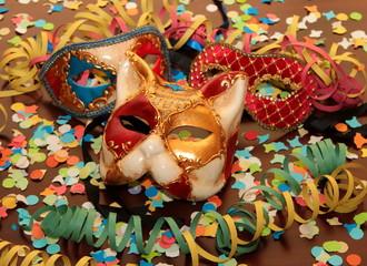maschere, stelle filanti e coriandoli