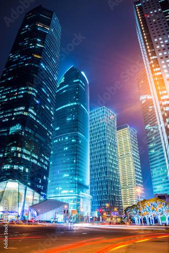 nocna-scena-wspolczesnego-miasta