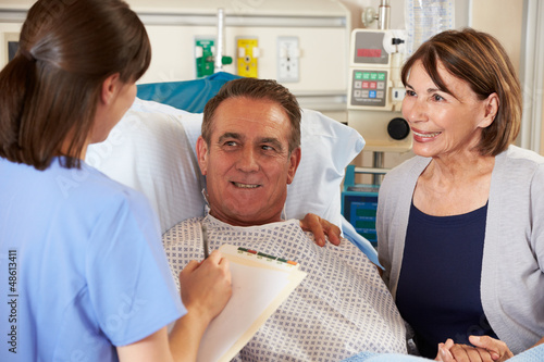 Nurse Talking To Couple On Ward