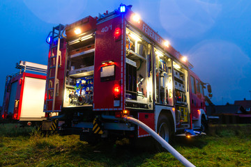 Feuerwehr im Einsatz mit Blaulicht