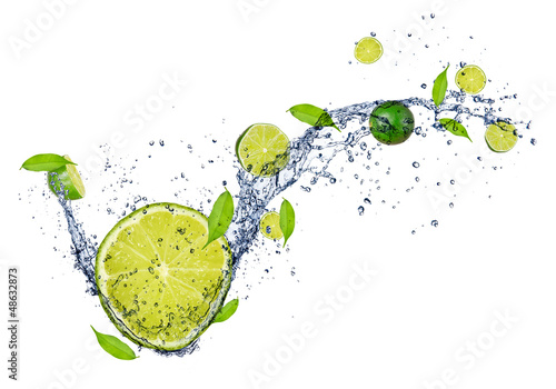 Obraz na płótnie Fresh limes in water splash, isolated on white background