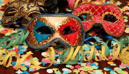 Maschere e decorazioni di carnevale