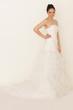 Braut im modernem Kleid