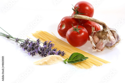 Ingredients to cook spaghetti