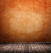 Innenraum mit orangener Mauer