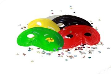 Mascherine di carnevale colorate con coriandoli
