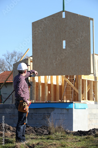 Foreman directing crane