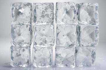 Pared de hielo, cubitos de hielo