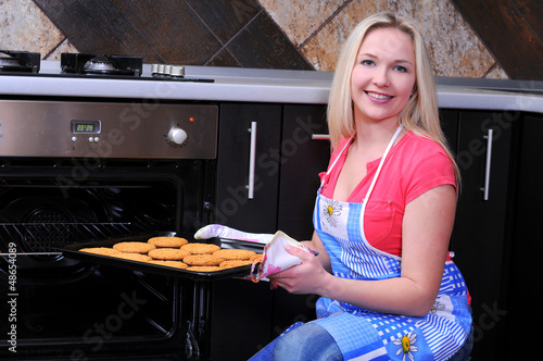 woman preparing cookies