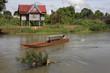 Une barque traverse le Mékong à Khone Island