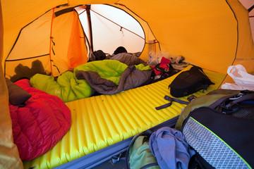 Unaufgeräumtes Zelt