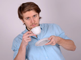mann trinkt kaffee