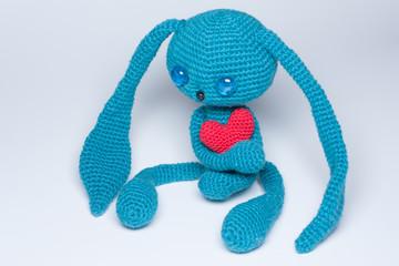 Синий влюбленный заяц