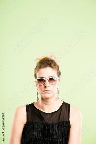 funny woman portrait real people high definition green backgroun