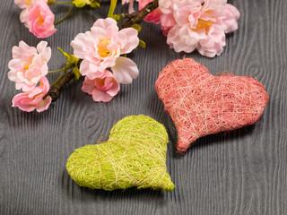 Zei Herzen mit Kirschblüten