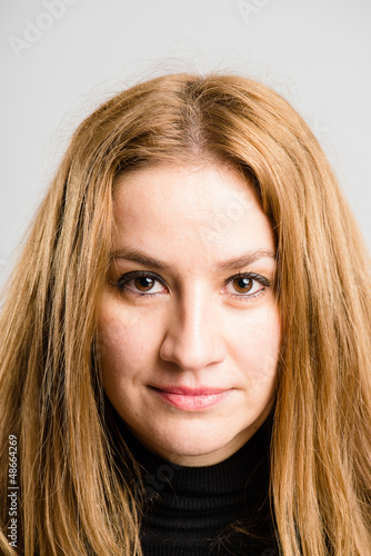 serious woman portrait real people high definition grey backgrou