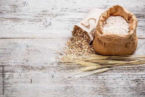 Flour and oat flakes