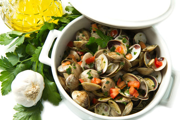 white bowl of clams soup