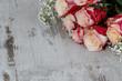 Rosen auf altem Holz