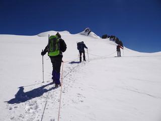 Alpinistes face aux 4000m du Mont Rose (Valais, Alpes)