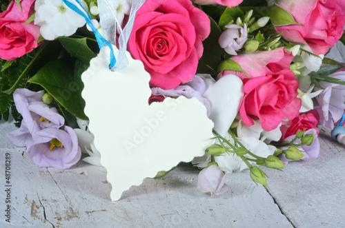 Gratulation, Gutschein: Blumenstrauß mit Herz-Etikett