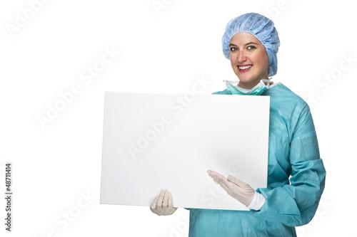 OP Schwester mir weißer Tafel in der Hand