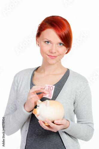 mädchen spart geld